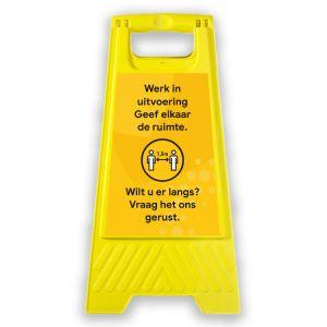 Klapbordje: afstand houden (geel)